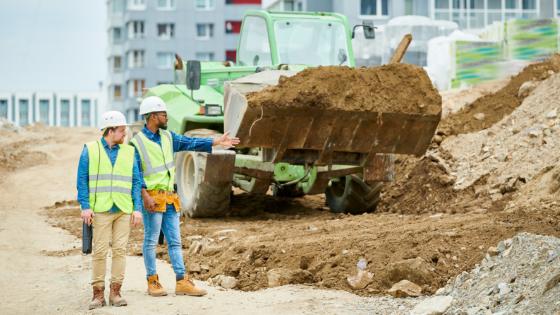 contractors-making-decisions